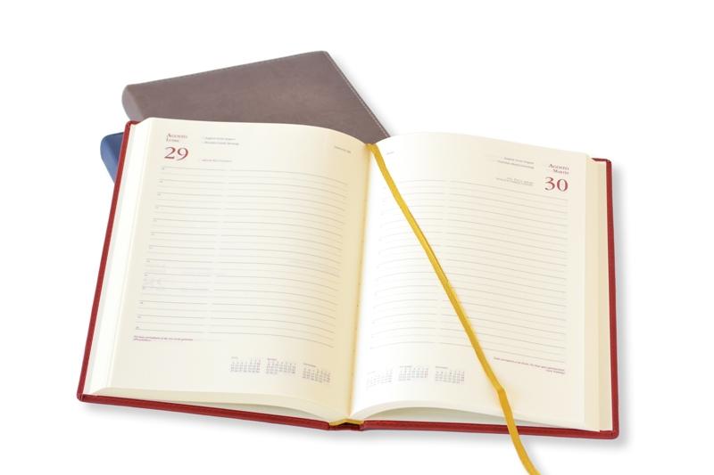 Agenda día por página con encuadernación cosida